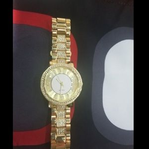 Accessories - Golden wrist watch 💎